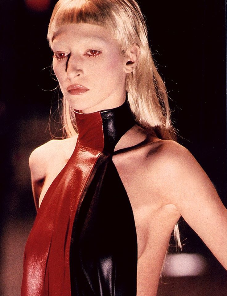 ALEXANDER MCQUEEN FASHION SHOWJOAN DARC FALL WINTER 1998 1999