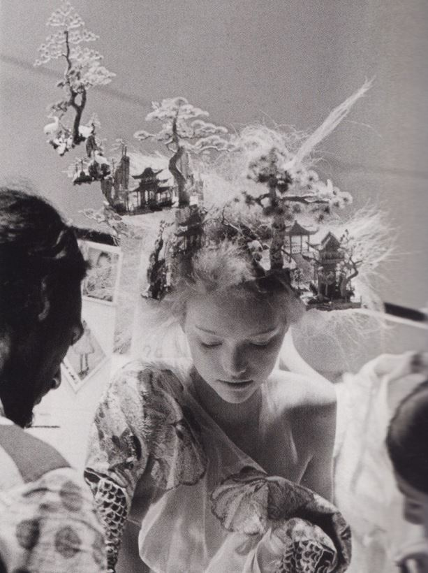ANNE DENIAU GEMMA WARD ALEXANDER MCQUEEN FASHION SHOW BACKSTAGE SPRING SUMMER 2005
