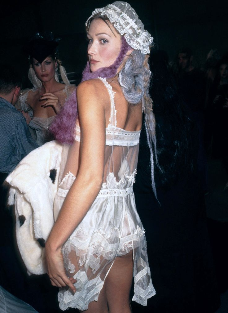 CARLA BRUNI JOHN GALLIANO SPRING SUMMER 1994 BACKSTAGE