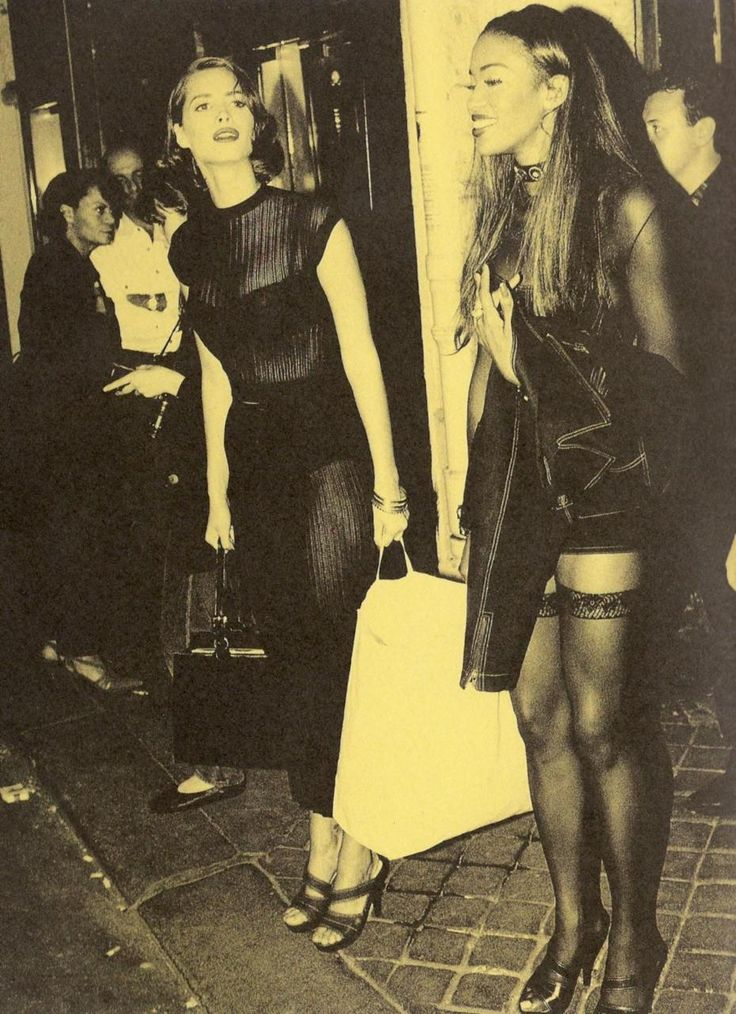 CHRISTY TURLINGTON AND NAOMI CAMPBELL IN AZZEDINE ALAIA 1992 CA