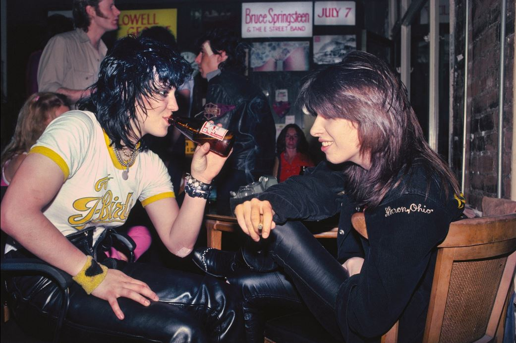 JULIAN WASSER JOAN JETT AND CHRISSIE HYNDE 1981