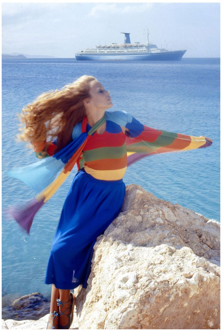 NORMAN PARKINSON JERRY HALL VOGUE UK MAY 1975
