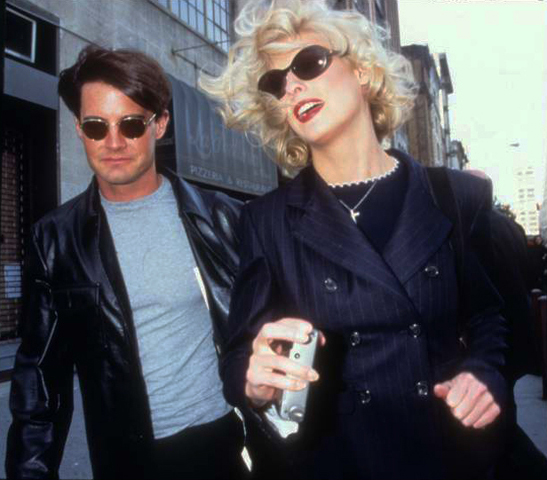 ROSE HARTMAN KYLE MCLAUGHLIN AND LINDA EVANGELISTA ON HUDSON STREET AFTER A FASHION SHOW-1994