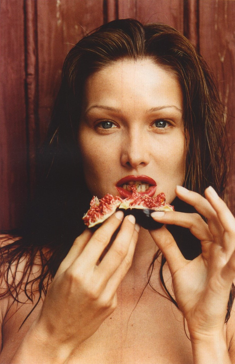carla bruni photography helmut newton august 1992 vogue paris n933 december 2012 january 2013