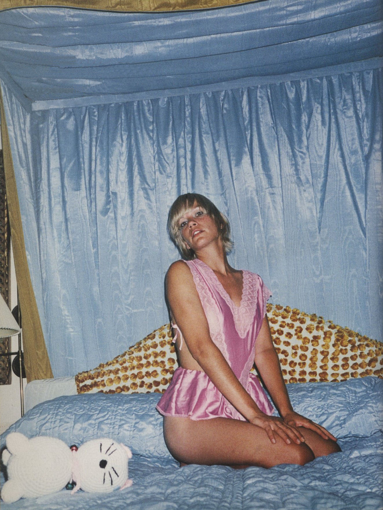 nikki uberti photography shawn mortensen styling carrie imberman shot in hotel marfa texas id the bedroom issue no 213 september 2001