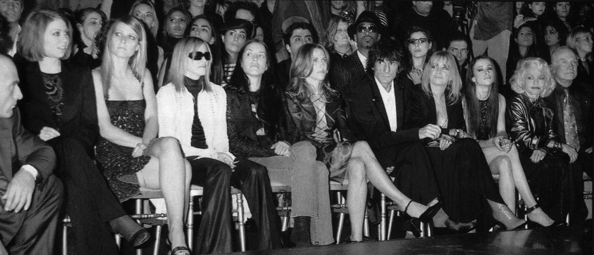 versace fashion show ss 2002 front row photography bertrand rindoff petroff vogue paris mars 2002 1