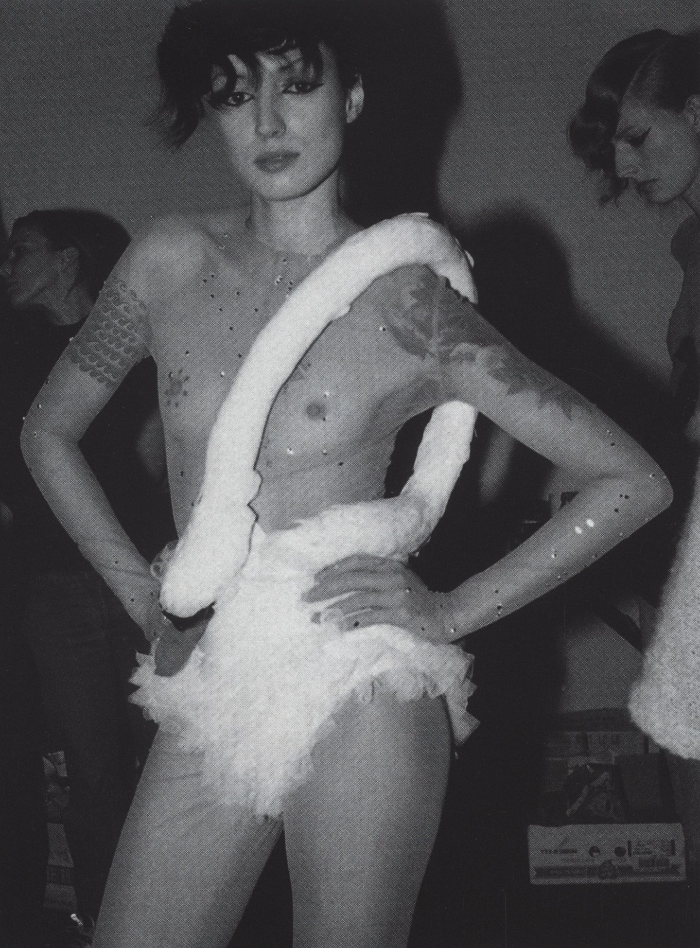 MARIAN PEJOSKI  UGLY DUCKING COLLECTION BACKSTAGE FEBRUARY 2001 PHOTOGRAPHY FUMIKO IMANO SELF SERVICE ISSUE N°15 FALL/WINTER 2001